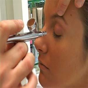 290546 653 cópia 300x300 Curso de maquiagem profissional: onde fazer